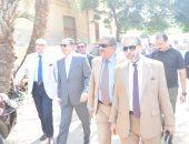 صور .. رئيس جامعة بنها يتفقد أرض إنشاء المستشفى التخصصى الجديد