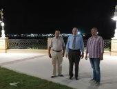 رئيس مدينة الأقصر يتابع التشغيل التجريبي لإضاءة كورنيش النيل قبل نهاية العمل