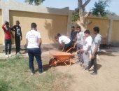 """صور.. مدينة إسنا تواصل مبادرة """"مدرسة نظيفة"""" بتجميل مدارس قرية الحلة"""