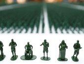 صور.. مجسمات دمى بلاستيكية تبرز محنة المحاربين المصابين فى بريطانيا