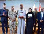 رئيس جامعة بنى سويف يستقبل أبطال فيلم الممر خلال احتفالية بذكرى أكتوبر