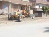 صور.. حملات نظافة وتمهيد للطرق العامة بمركزى دير مواس وأبو قرقاص بالمنيا