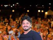 مصطفى حجاج يغني في حفل طلابي بالإسكندرية ويحتفل بألبومه