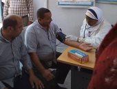 صور.. قافلة طبية وعلاجية بقرية نزلة اسمنت بمركز أبو قرقاص فى المنيا