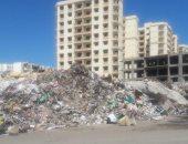 اضبط مخالفة.. قمامة ومخلفات بناء تغلق الطريق العام بحى المناخ فى بورسعيد