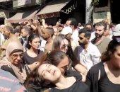 لحظة إغماء إيمى طلعت زكريا أثناء تشييع جثمان والدها بالإسكندرية.. فيديو