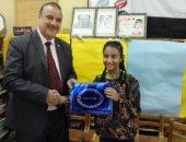 """صور.. """"تعليم القليوبية"""" تكرم طالبة لمشاركتها فى مسابقة دولية بالهند"""