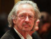 """""""بيتر هاندكه"""" يتسلم جائزة نوبل للأدب وسط انتقادات واسعة.. و7 دول تقاطع الحفل"""