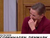 فيديو.. نوبة ضحك تجتاح البرلمان الدنماركى بسبب رئيسة الوزراء