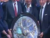 شاهد رقص لاعبى الأهلي مع مصطفي قمر  فى احتفالية درع الدوري