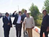 صور.. محافظ المنيا يتابع منظومة النظافة وتطوير الميادين بمركزى مطاى وبنى مزار
