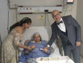 """""""زواج فى العناية المركزة""""..مستشفى ناصر تنظم إكليل ابن مريضة لتحسين حالتها"""