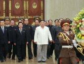 صور.. زعيم كوريا الشمالية يزور ضريح جده ووالده فى قصر الشمس