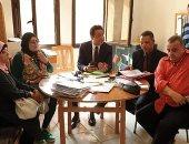 صور.. نائب محافظ القاهرة يترأس اجتماعا بروضة السيدة لحل مشاكل التسكين