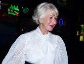 """الشياكة ملهاش علاقة بالسن.. هيلان ميران بـ""""بلوزة"""" من Givenchy فى نيويورك"""