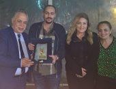 نقيب الممثلين يكرم المطوف السعودى أحمد عصام