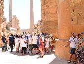 صور.. تدفق الأفواج السياحية على معابد ومقابر الأقصر عاصمة السياحة العالمية