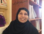 صور.. معلمة بشمال سيناء تبتكر طريقة عملية لتعليم المكفوفين شعر المعلقات السبع