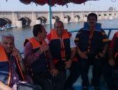 الرى تنظم حملة لتنظيف مجرى نهر النيل بالقناطر الخيرية.. صور
