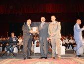 """صور.. مؤتمر """"مصر تستطيع بطلابها"""" يكرم محافظ أسيوط ورئيس الجامعة"""