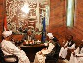 محافظ أسوان يلتقى قبائل العبابدة والبشارية لإعادة تقييم أسعار أرضى الأحكار