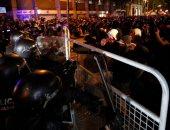 كر وفر بين الشرطة والمتظاهرين فى برشلونة