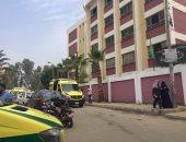 صور.. إصابة 36 طالبة بمدرسة السلام فى الإسماعيلية باختناق بسبب حريق قمامة
