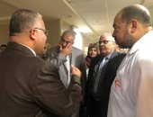 فيديو وصور.. نائب محافظ الإسماعيلية ووكيل الصحة يتابعان حالة طالبات الاختناق