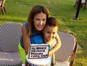 صور.. دنيا سمير غانم تلبي دعوة طفل مريض بالسرطان بمقابلتها وتلعب معه