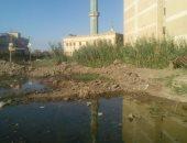 صور.. شكوى من محاصرة مياه الصرف لقريتى تاج العز والبيضاء بمحافظة الدقهلية