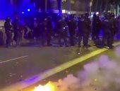 شاهد.. صدامات بين الشرطة ومحتجين يؤيدون استقلال إقليم كتالونيا