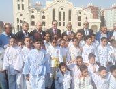 """أطفال الأسمرات يستقبلون وفد البرلمان بهتاف """"تحيا مصر"""""""