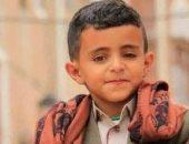 الطفل اليمنى الذى شغل مواقع التواصل بصوته يقف امام والده فى المحكمة