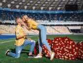 قبلة نجم مانشستر سيتي تنتهى بخطوبة مذيعة أوكرانية
