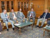 صور.. رئيس جامعة أسيوط يستقبل لجنة تقييم الجامعات ضمن مسابقة أفضل جامعة