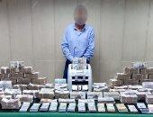 ضبط آلاف العملات الأجنبية بحوزة أحد تجار السوق السوداء