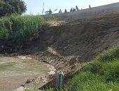 صور.. نائب محافظ الإسماعيلية يتابع إصلاح الانهيار الجزئى لجسر ترعة السويس