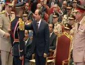 الرئيس يمنح أنواط الواجب العسكرى لأوائل الدفعة الأولى طب القوات المسلحة