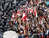 محطات وقود فى لبنان تغلق أبوابها بعد نفاد مخزونها اثر تواصل التظاهرات