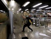 صور.. أعمال شغب داخل مترو تشيلى بسبب زيادة أسعار التذاكر