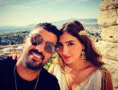شاهد.. مي عمر بالملابس الإغريقية أثناء زيارتها لليونان بصحبة محمد سامى