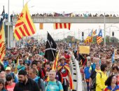 كتالونيا تبدأ الإضراب.. وضبط اسطوانة غاز معدة للتفجير بحوزة متظاهرين