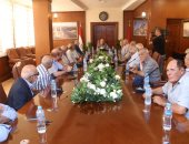 صور.. محافظ بورسعيد يكرم عددًا من أبطال حرب أكتوبر