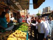 محافظ الشرقية يتابع إخلاء منطقة أبو عميرة من أنقاض المحال لتطويرها وتجميلها