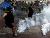 شرطة هونج كونج تطلق قنابل الغاز لتفريق محتجين معارضين للحكومة