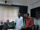 محافظ كفر الشيخ يطمئن على حالة التلميذة هيام ووكيل التعليم تستقبلها بمكتبها