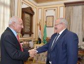 رئيس جامعة القاهرة يستقبل العالم المصرى فاروق الباز لعرض تجربته على طلاب الجامعة
