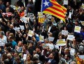 الأغنياء يفرون من كتالونيا إلى مدريد.. تحدى الاستقلال رعب لألاف الشركات فى الإقليم.. مدريد تستحوذ على 294 شركة كتالونية بمبيعات تصل لـ 696 مليون يورو.. واقتصاد الإقليم يتعرض لخسارة تدريجية