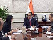 رئيس الوزراء يشكر وزيرة السياحة وفريق عمل الوزارة ويلتقط صورة تذكارية معهم