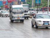 المرور: أمطار خفيفة على الطرق.. وحركة السيارات تسير بانتظام